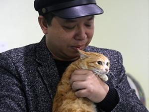 高清组图:8年来 他一直忙碌在去救助动物的路上