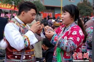 广西苗乡演绎传统打同年