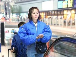 杨蓉机场街拍曝光 俏皮可爱尽显小心机