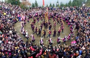 三江举行传统坡会喜迎元宵节,场面火爆嗨翻天!