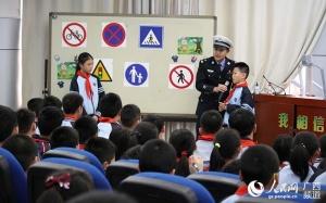 """南宁交警举行""""交通安全体验课""""东葛路小学专场"""