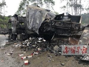 货车高速路起火只剩空壳