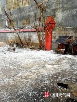 百色隆林:多个乡镇遭遇冰雹袭击(图)