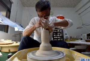 会跳舞的碗:台湾陶艺家制造出比蛋壳更薄的瓷碗