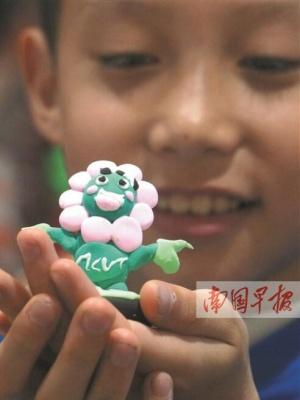 南宁:学生试创业 市民学手工