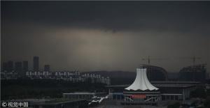 广西南宁遭遇强对流天气的景象