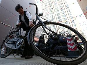 高清组图:他花20多年收藏进口且已停产的自行车