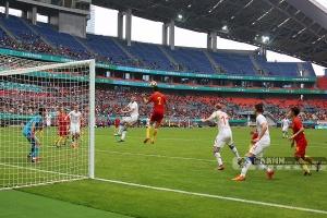 高清:中国杯国足半场连丢4球被逆转 1