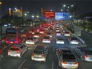 4月8日焦点图:小长假最后一天 南宁各进城道路拥堵
