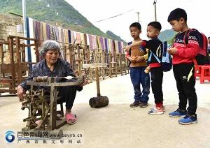 德保土布:民族艺术瑰宝亟待传承
