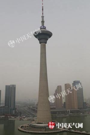 天津出现浮尘天气 12日起冷空气再袭迎大风降温