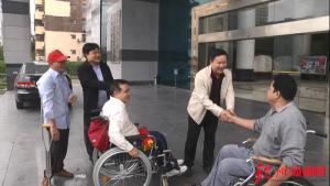 钦州:用轮椅丈量世界 多部门协同帮助