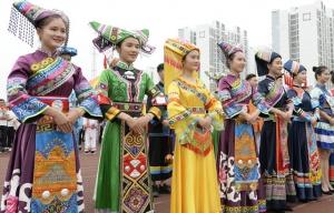 """2018中国壮乡""""三月三""""校园民族文化艺术节举行"""