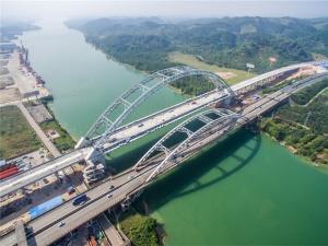 4月18日焦点图:柳南高速新六景大桥主体完工