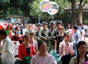 """武警官兵护航武鸣""""壮族三月三""""歌节(组图)"""