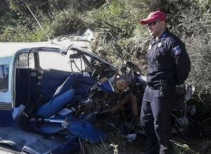 希腊一架小型飞机坠毁两人死亡