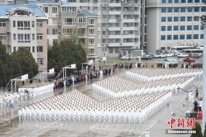 海军大连舰艇学院举行庆祝海军成立69周年阅兵活动