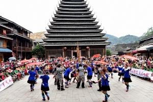 广西三江:演唱家体验侗族风情 文化交流促团结