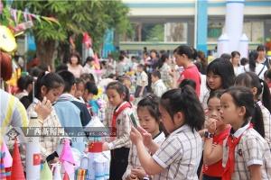 中国航天日体验活动进校园 学生领略航天的魅力