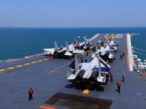 中国海军航母编队开展远海实兵对抗演练