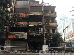 南宁兴宁区一铺面着火 消防疏散19名被困人员(图)