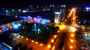 航拍:灯光璀璨夜色迷离 宜州夜景流光溢彩
