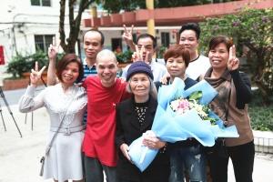 4月29日焦点图:DNA对比成功 78岁母亲找回儿子