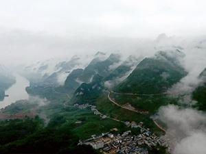 高清组图:雾绕红水河 宛若人间仙境
