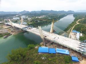 """焦点图:广西""""一带一路""""重点项目崇左大桥主跨合龙"""