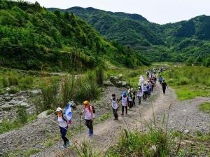 徒步穿越纪念汶川地震十周年