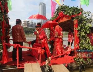 喜气洋洋!水上疍家婚礼在南宁邕江大桥畔重现(图)