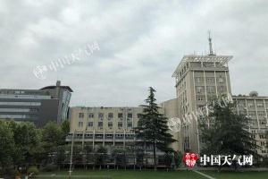 北京明天小雨再袭 周日气温下降最高23℃