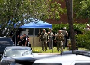 美国得克萨斯州一高中发生枪击事件至少8人死亡