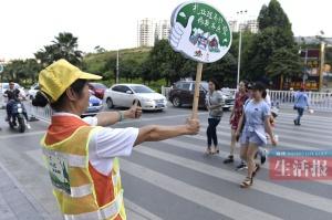 """南宁交警曝光多起""""不礼让斑马线""""违法行为(图)"""