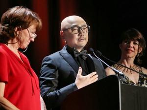 徐峥出席戛纳ExcelLens颁奖盛典 为中国摄影师颁奖