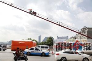 老汉第六次爬上柳州红光大桥 后跳下当场身亡(图)
