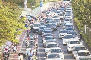 5月30日焦点图:如何管好南宁市200万辆电动自行车