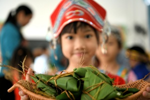 端午粽飘香 河池开展亲子活动让孩子感受传统文化