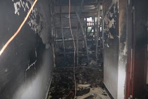 上思一健身房起火 消防员火场中解救2名被困人员