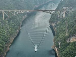 雾漫江界河大桥