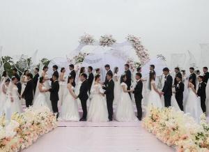 上海公园里的集体婚礼