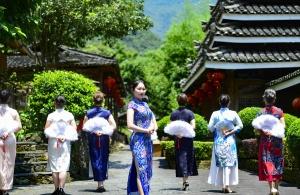 广西龙胜:夏日旗袍展风情(组图)