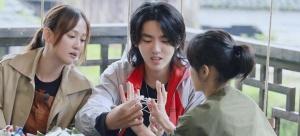 《向往的生活》吴亦凡和张子枫的互动被赞温馨