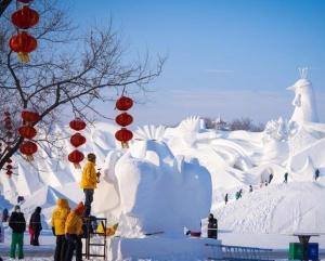哈尔滨:雪雕好手秀技艺
