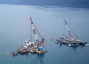 航拍中企承建的克罗地亚佩列沙茨大桥施工现场