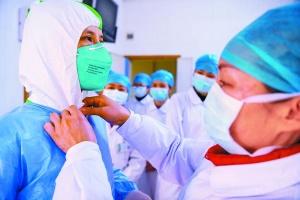 广西医护人员奋战疫情防控一线工作纪实
