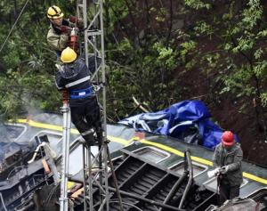 京广铁路郴州段脱轨事故现场抢修直击