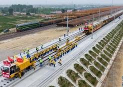盐通高铁开始全线铺轨