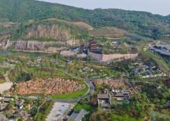 废弃矿坑变身精美园林