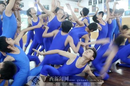 子舞蹈团的精彩表演